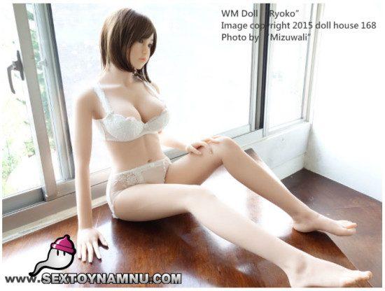 Búp bê tình dục cực gợi cảm với 3 vòng nóng bỏng